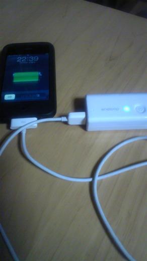 KBC-L3ASでiPhone3Gを充電中
